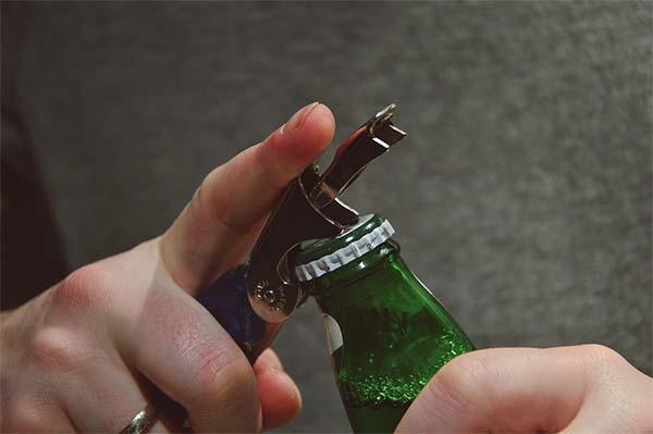 abridor abriendo cerveza