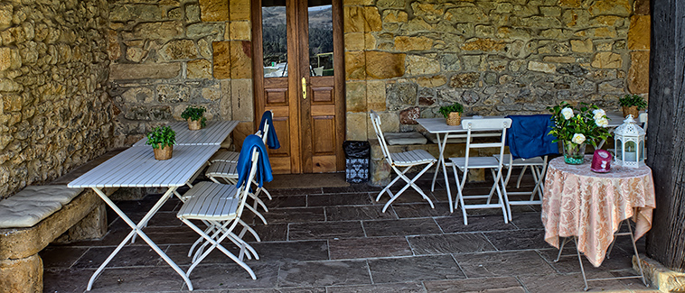 Terraza del restaurante El Remedio en Comilas