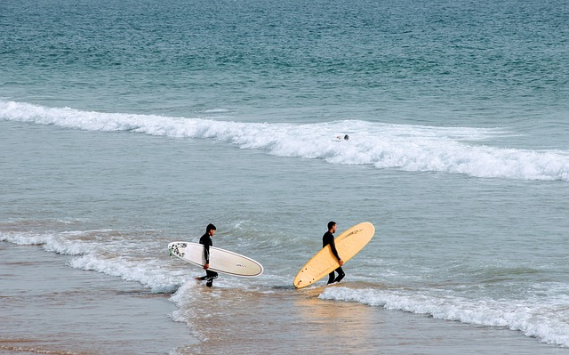surfistas en la playa