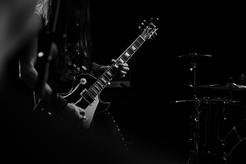Guitarra eléctrica en un concierto de la sala Rockbeer The New